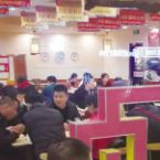 正月初七吃面条面馆生意火爆