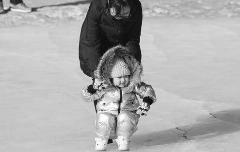 气温上升,爹妈可以带孩子去冰雪乐园玩喽!