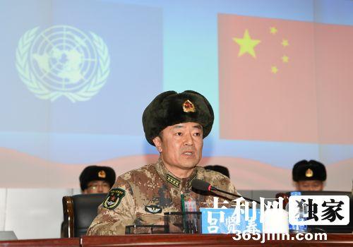 78集团军政治工作部副主任吕贤春大校在大会上宣?#21152;?#20851;人员任职命令