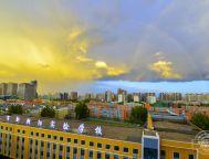 雨后長春 天空現彩虹和烏云同框奇景