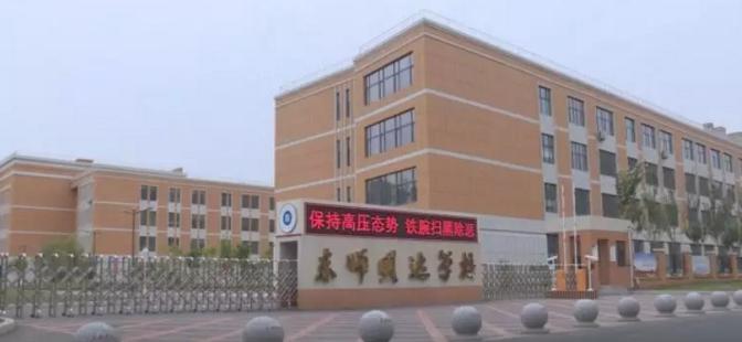 東師北湖明達實驗學校:圍擋內施工 居民質疑教育用地被占