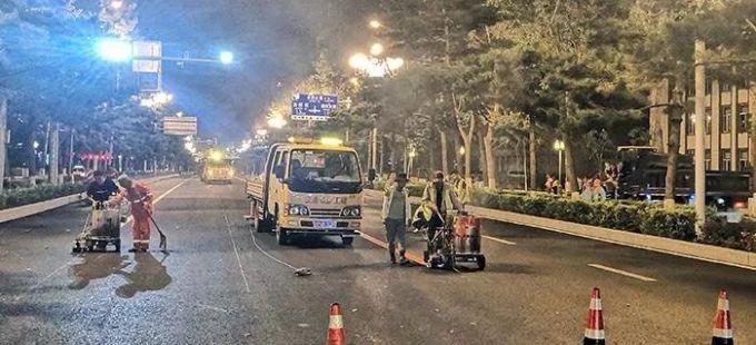 人民大街历史文化街区道路改造提升工程正连夜施工