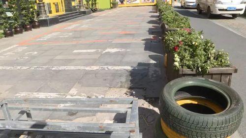 万博manbetx客服童谣美际幼儿园强行圈占公共车位 园长:就圈,公共的也圈!