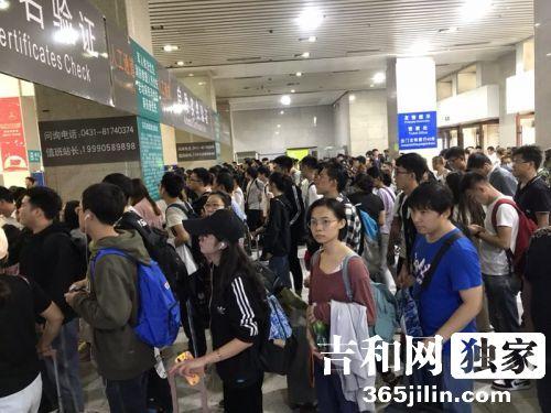 """""""十一黄金周"""" 长春站共运送旅客111.8万人"""