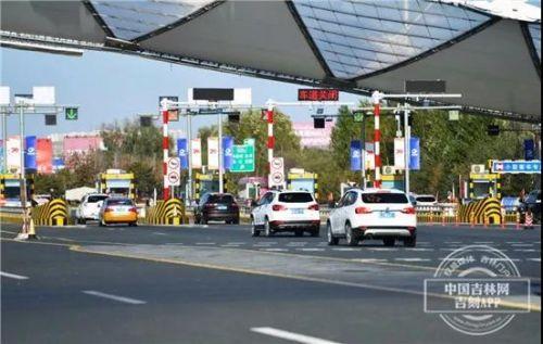 国庆期间全省高速民警上岗工作 确保市民出行顺畅