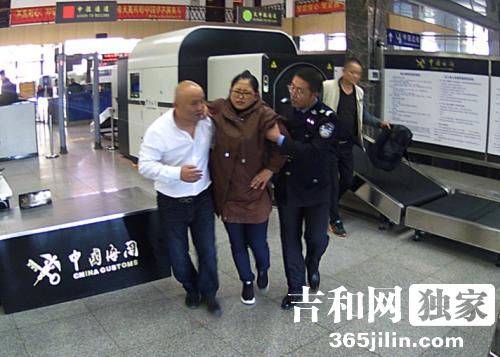 吉林珲春:旅客突感不适,执法记录仪记下暖心瞬间