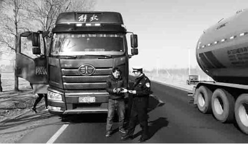 """整治""""百吨王"""" 揽客运营等 客货运车辆违法行为"""