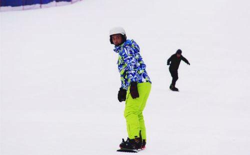 净月潭滑雪场 中级雪道正式开放