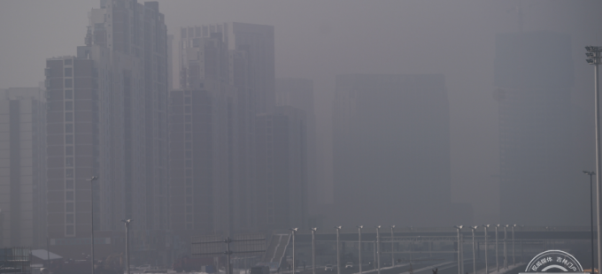 清晨长春出现重污染天气 市民注意自身防护