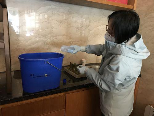 武汉驻地对保洁人员进行环境消毒培训