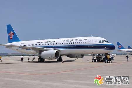 南航最新空客a320飞机8日吉林省开飞