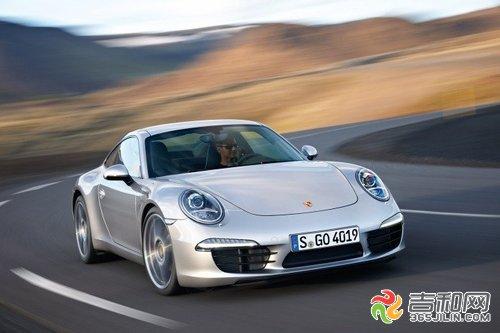 """在新款汽车保时捷911的广告中有这样一句广告词:""""在一个充满多余和"""