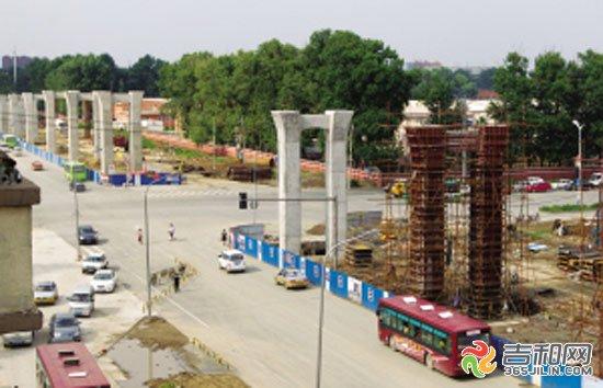 路交会处将建设互通式立交桥凯旋路桥墩已经基本架设完毕-长春南北