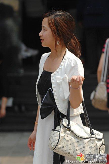 图文:2012夏日清凉美女街拍