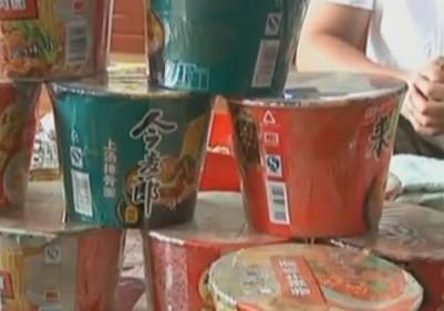 长春市民超市里买了26桶方便面