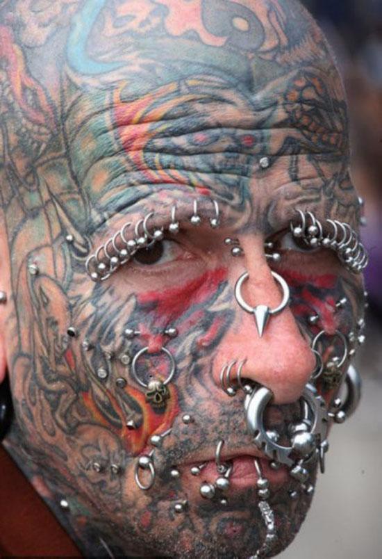 小臂上的吸血鬼纹身图案