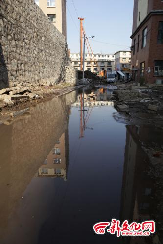 长春东岭街路面淌清水马路成 河 社区配合处理图片