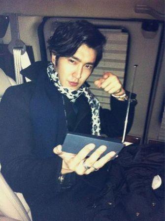 Junior在MAMA2012颁奖典礼上获得三冠王.-Super Junior崔始源未