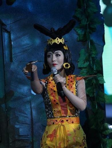 谢娜模仿葫芦娃里面的蛇精