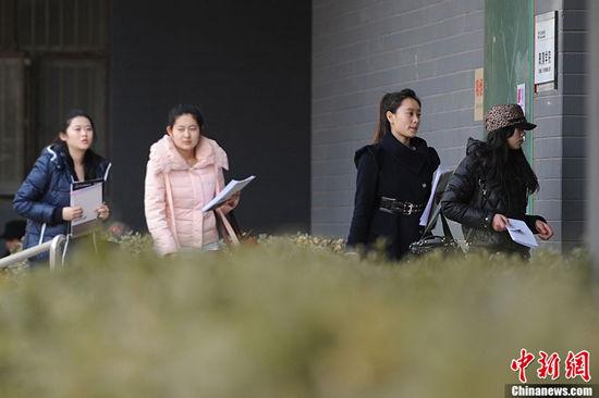 北影2013报名美女多 冯小刚:演艺圈就是婊子行图10