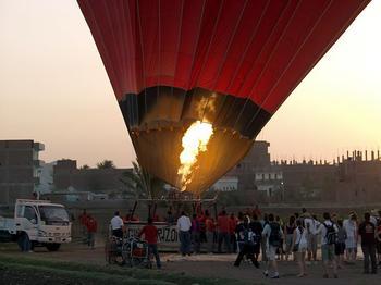 埃及热气球爆炸 盘点全球十大神秘恐怖案件(组图)