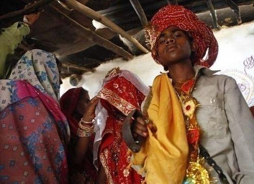 新娘 帕尔/印度童婚家庭揭秘