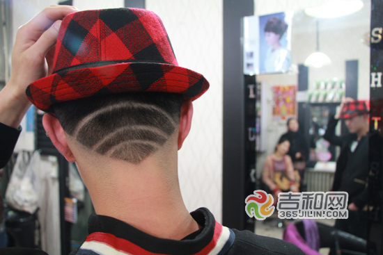 四平一小伙剪出wifi头型_发型设计图片