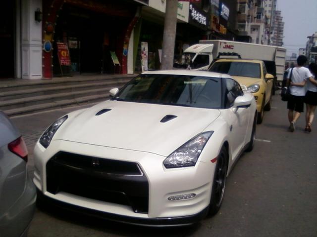 ...车是财富的代名词各地街头豪车的数量某方面代表了各个城市...