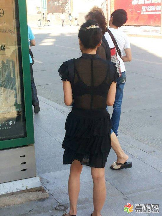长春市重庆路黑丝透视美女内衣一览无余图