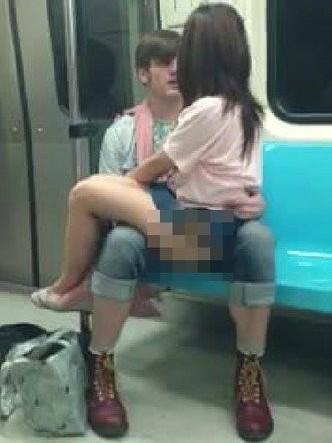 地铁男女大尺度不雅行为盘点组图