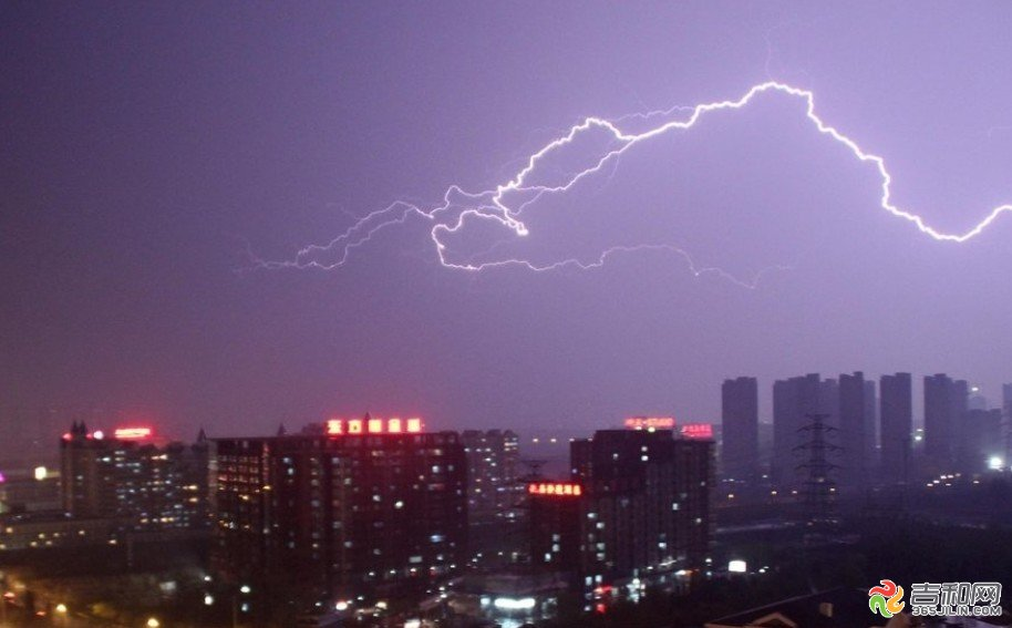 东亚作文PK赛第一期初中组:雷雨之夜(朱虹宇)