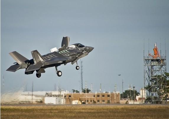 美媒:有人机更适合未来空战 可控制无人僚机